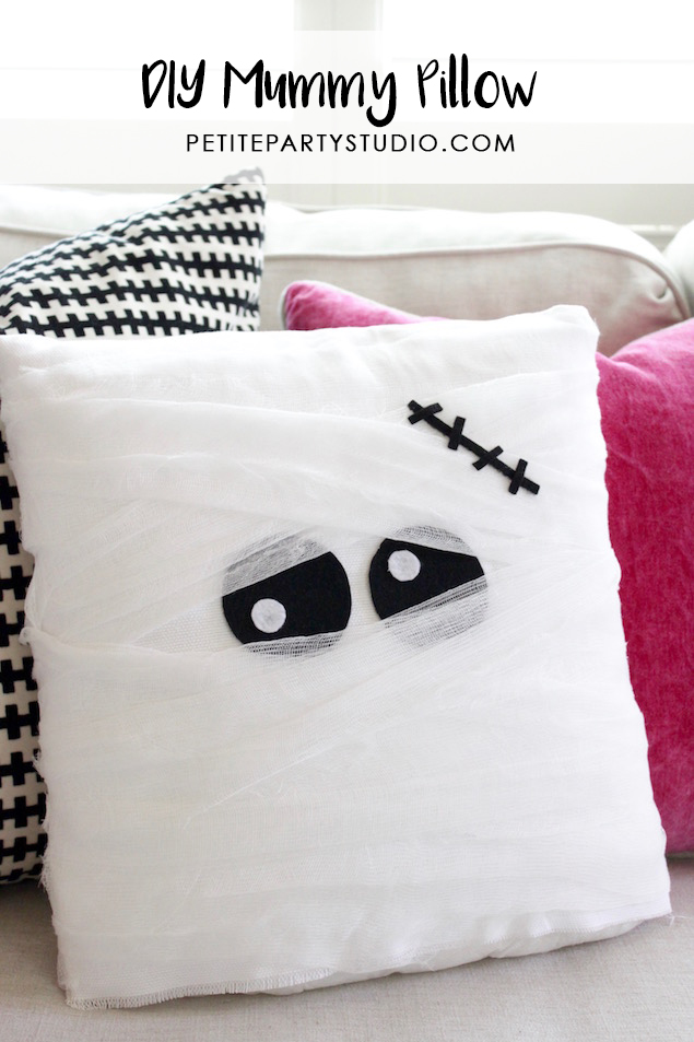 diy-halloween-mummy-pillow