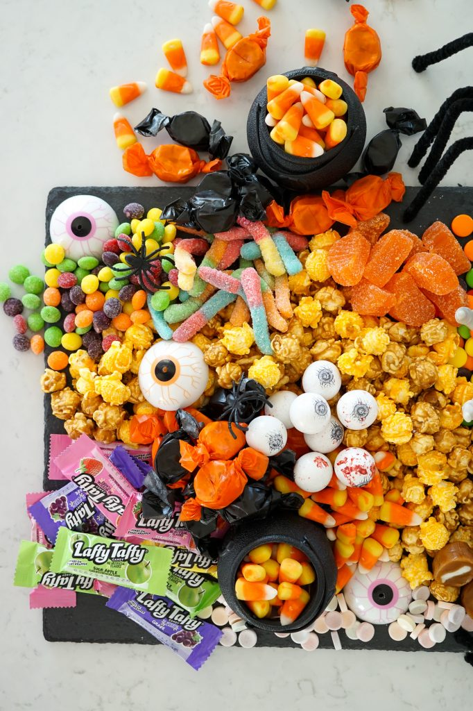 halloween candy chartcuterie board
